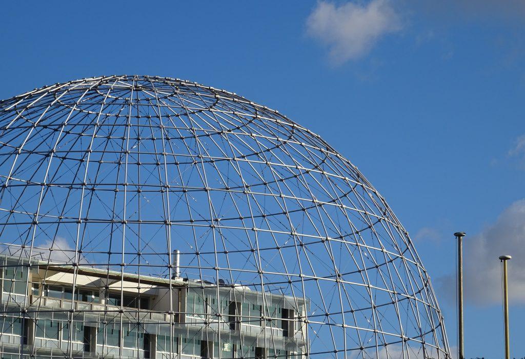 Olive Titus, Flickr. Sphere de l'Unesco, à l'angle de l'avenue de Suffren et de l'avenue de Ségur, 7e arr., Paris
